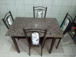 Mesa 04 cadeira trampo granito<br>(Usada)<br>