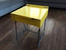 Mesinha metal design amarela