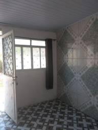 Alugo casa ótima localização 3pecas e banheiro