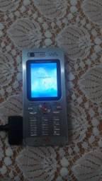 Vendo um celular sony Ericsson com carregador.