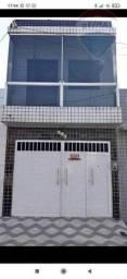 Casa com 3 quartos(1 suíte), 2 banheiros, varanda, garagem, no centro de Caruaru
