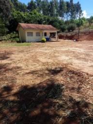 Vende-se belíssima chácara a 14 Km do centro de Cândido de Abreu-PR