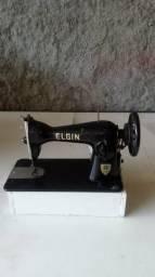 Máquina de costura Elgin funcionado perfeito