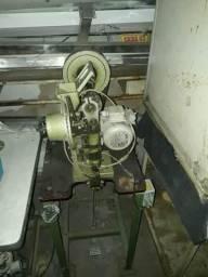 Máquina para aplicar Ilhoes