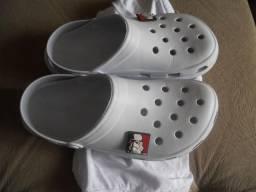 Chinelo Crocs - Tamanho 39/40