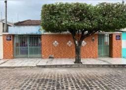Casa praticamente no centro de Arapiraca-AL