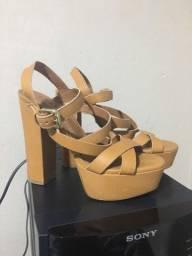 Sapato de salto Carrano (n 37)