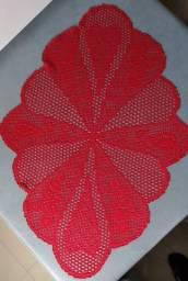 Centro de mesa em tricô vermelho