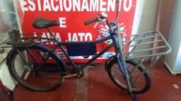 Bicicleta de Carga, na Cor Azul - em Ótimo Estado