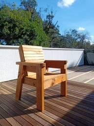 Poltrona de madeira para área externa - Pinus tratado, não pega fungo