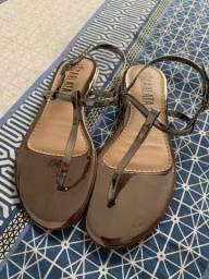 Título do anúncio: Vendo 2 sandálias