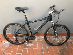 Bike 26, quadro high one, altus shimano.