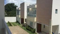 Casa duplex 3/4, 2 suítes, garagens, condomínio fechado em Buraquinho, impecável!
