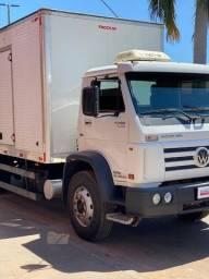 Caminhão 13-190 bau carga seca