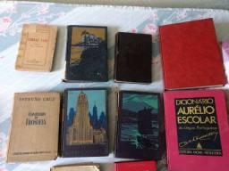 Livros antigos + coleção de Bíblias antigas