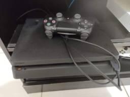 PS4 Slim - 2 controles 3 jogos em disco