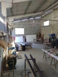 Alugo barracão com maquinário de marcenaria trabalhando