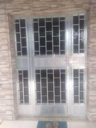 Porta de alumínio com vidro fumê