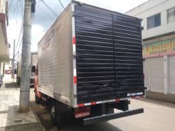 Caminhão 608 baú freios misto