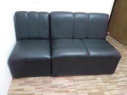 Sofá estilo poltrona.