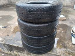 Título do anúncio: Vendo pneu de camionete 205/70R15 marca pirelli
