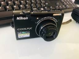 Câmera Nikon Coolpix S6200