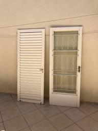 Vendo duas portas