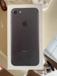 Caixas de iPhone 11, 5S e iPhone 7