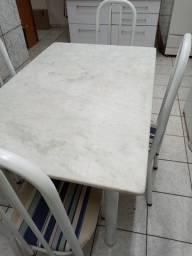 Mesa de jantar 6 lugares, com 4 cadeiras
