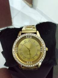 Relógio Executivo de Luxo Feminino Dourado com Cristais Quartz Analógicos AlgarismosRomano