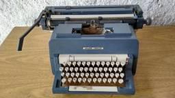 Máquina de escrever manual Olivetti