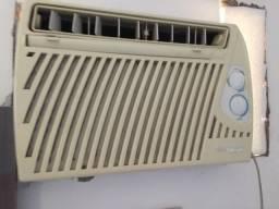 Ar condicionado deixa. 7500 btus
