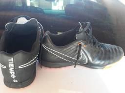 VENDO Chuteira Nike Tiempo