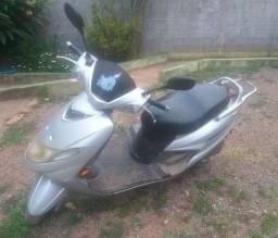 Vendo Moto Burgueman 125 cilindradas