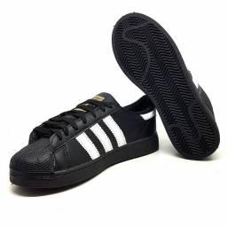 Tênis  Adidas Superstar<br><br>Clássico