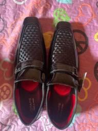Sapato Bico Fino Verniz Jota Pe
