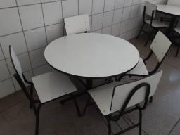 Conjunto Mesa com Cadeiras Escolares