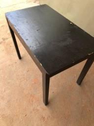 Vende-se mesas de madeira
