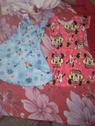 Vende-se dois vestidos em ótimo estado usado poucas vezes tamanho p os dois juntos
