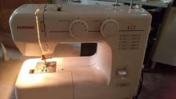 Título do anúncio: Máquina de costura seme nova wasst *42