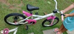 Bicicleta infantil aro 16 Dcto Girl Btwin**Acompanha rodinhas e capacete**