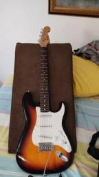 Guitarra Squier Bulletstrat Sunburst