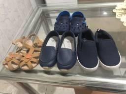 Vendo esse combo de sapatinho /sandália , tamanho 22 semi novos