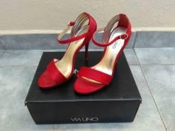 Sandálias de salto alto e fino, marca Via Uno