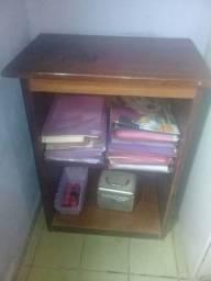 Título do anúncio: Escrivaninha, mesinha... várias utilidades