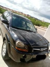 Carro Tucson completo, seminovo, automático e com IPVA pago. Não aceito troca