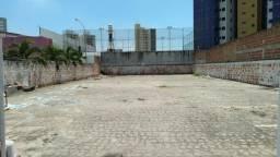 Ponto comercial com 600m² todo murado, no bairro Farolândia