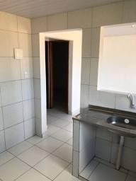 Aluga-se casa com 02 quartos e poço, bairro da macaxeira.
