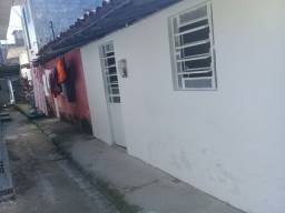 Alugo casa 3 quartos em afogados RS 450 agua e luz ja incluso no aluguel