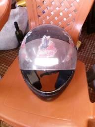 Vendo capacete usado porém ainda esta bom prá usar *